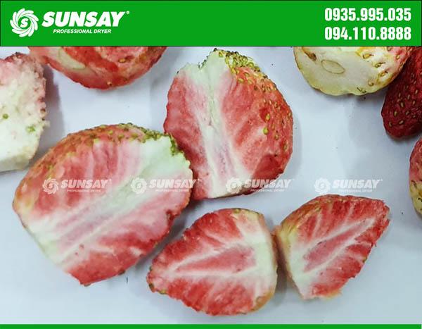 Màu sắc của dâu tây sau khi sấy